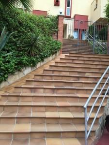 sitges-studio-escaleras acceso